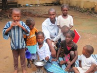 Pastor Cissé with displaced children from the North of Mali